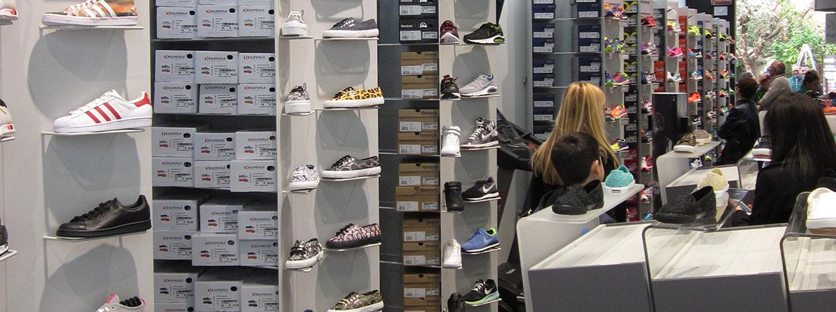 Arredamento negozio calzature e accessori
